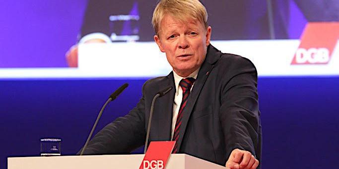 DGB-Vorsitzender Reiner Hoffmann am Rednerpult
