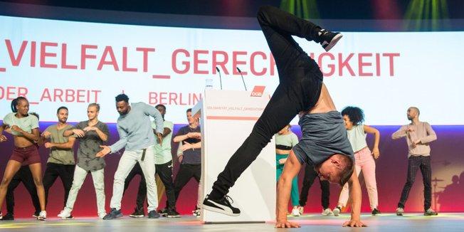 Breakdance bei Eröffnungsfeier des DGB-Bundeskongress im Mai 2018